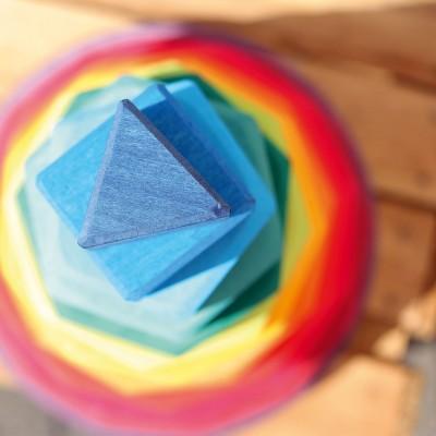 Uriasul cu forme geometrice